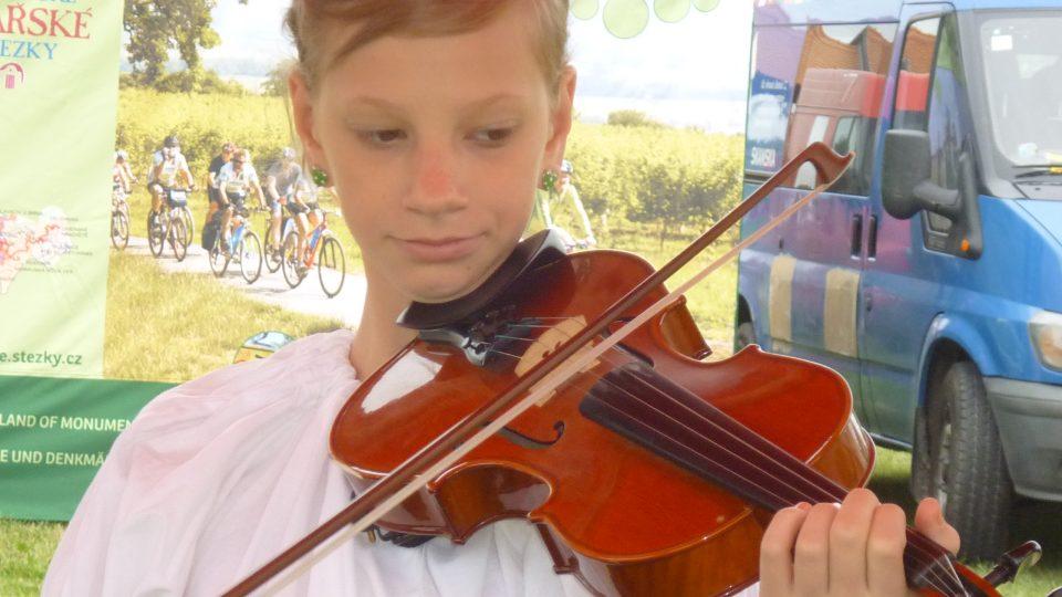 I druhá houslistka z Dyjavánku byla pohledná