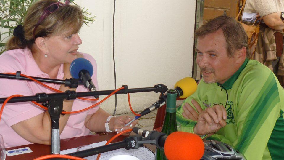 Marcela Vandrová zpovídala v živém vysílání i odborníka na Moravské  vinařské stezky Juraje Flamika