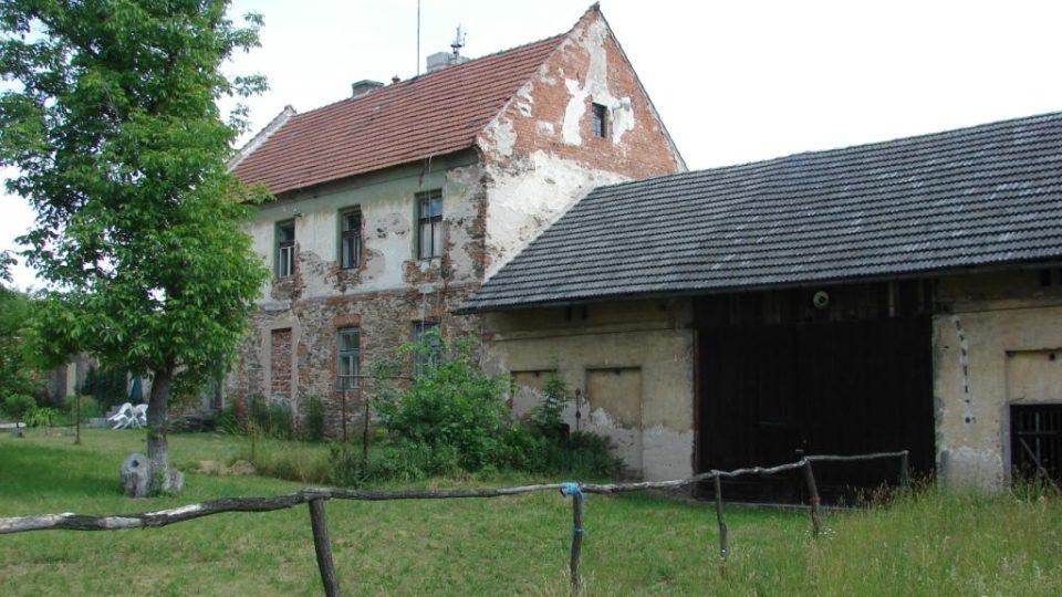 Semínský zámek s pivovarem - bývalé hospodářské objekty