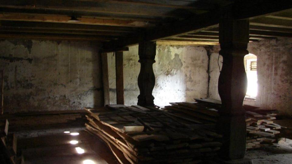 Semínský zámek s pivovarem - půdní prostory