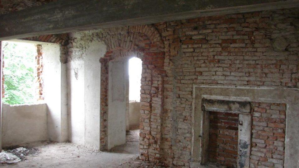 Zámeček Lipka - původní krb ve slavnostní místnosti