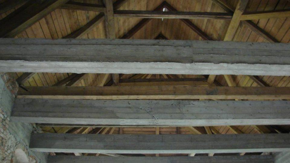 Zámeček Lipka - novodobé betonové krovy