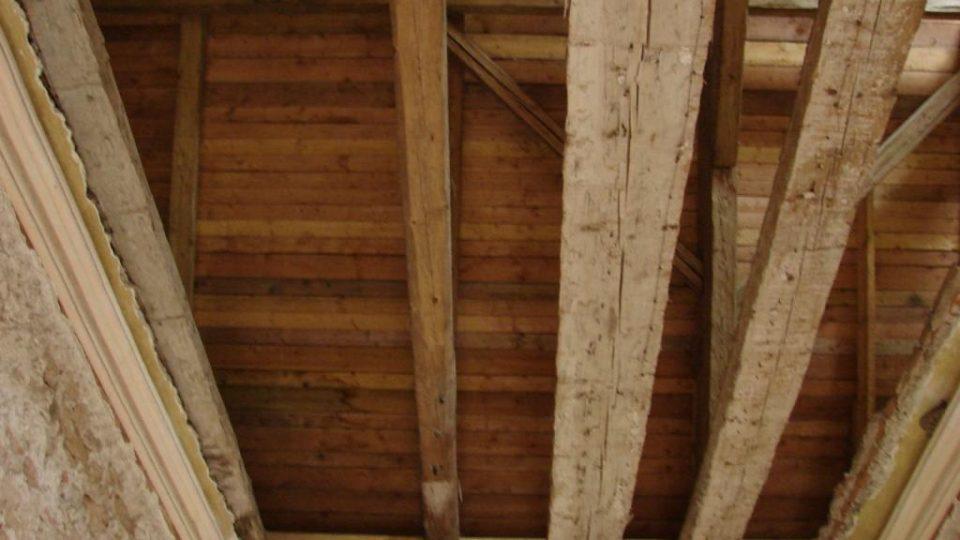 Zámeček Lipka - pozůstatky malovaného stropu v místnosti v prvním patře