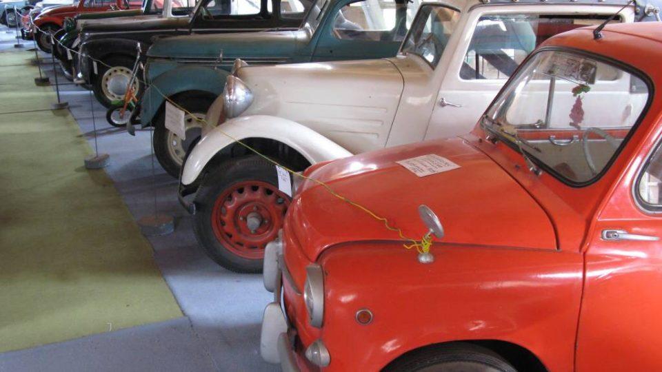 Den druhý - Expozice automobilů v muzeu v Pořežanech