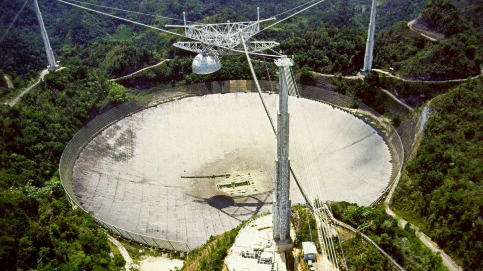 Radioteleskop u města Arecibo není jen největší, ale také nejcitlivější na světě