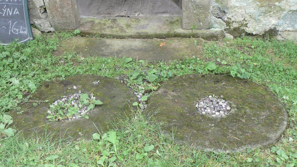 Mlýnské kameny z 15. století