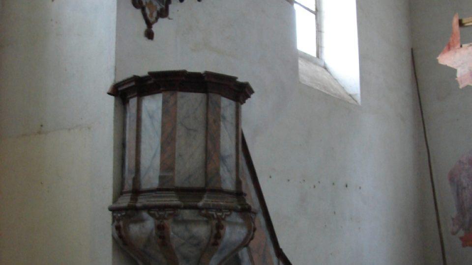 Kostel Zvěstování Panny Marie v Janovičkách - kazatelna