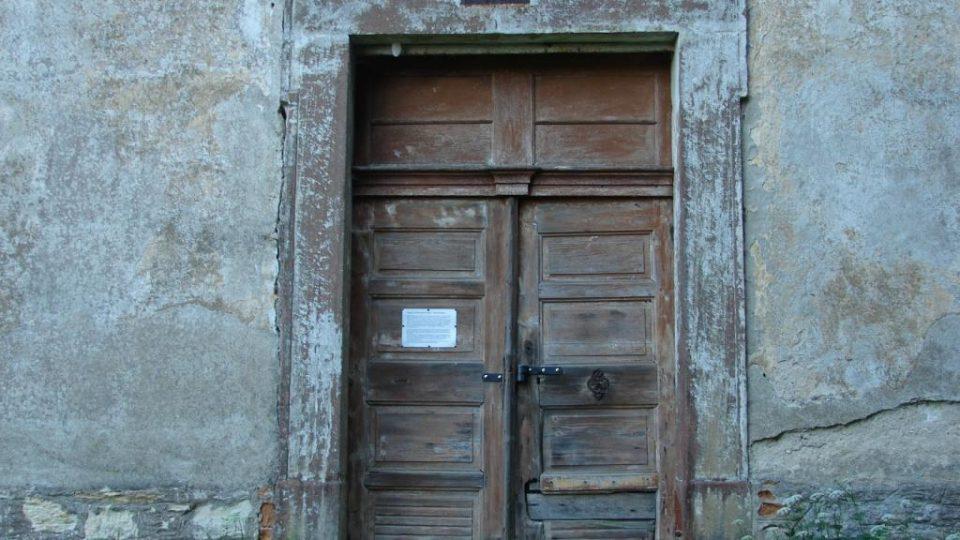 Kostel Zvěstování Panny Marie v Janovičkách - vchod