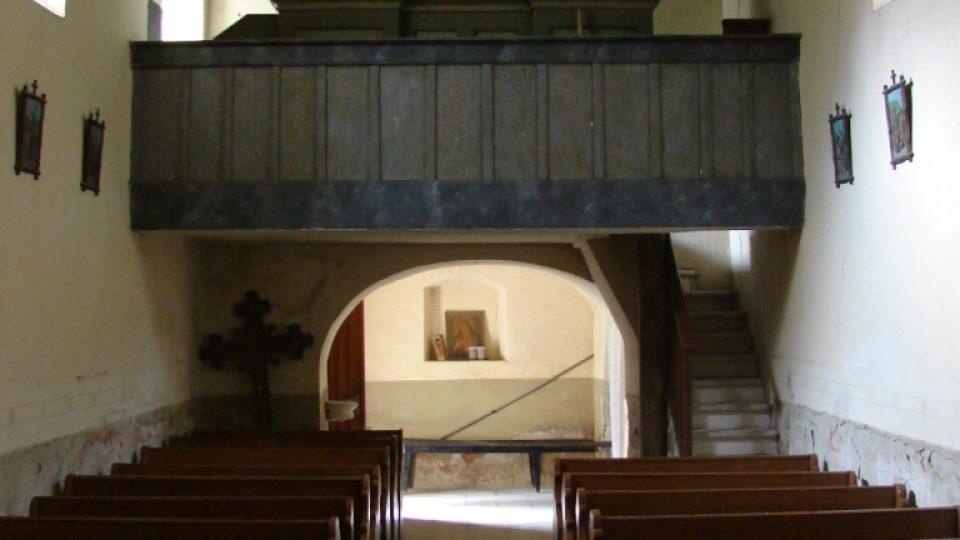 Kostel Svatého Martina - pohled na kůr a varhany
