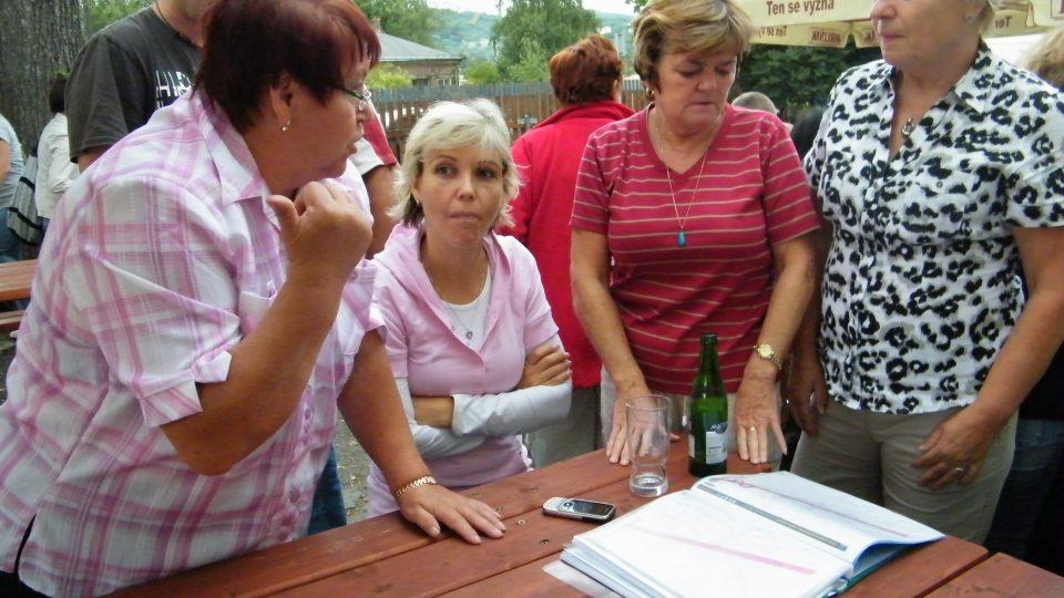 Obyvatelé Olšinek diskutovali nad mapami s trasou tunelu