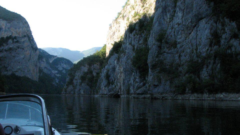 Zatopený kaňon řeky Lim na Višegradském přehradním jezeře