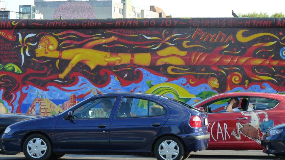 Části berlínské zdi dodnes stojí a připomínají historii rozděleného Německa
