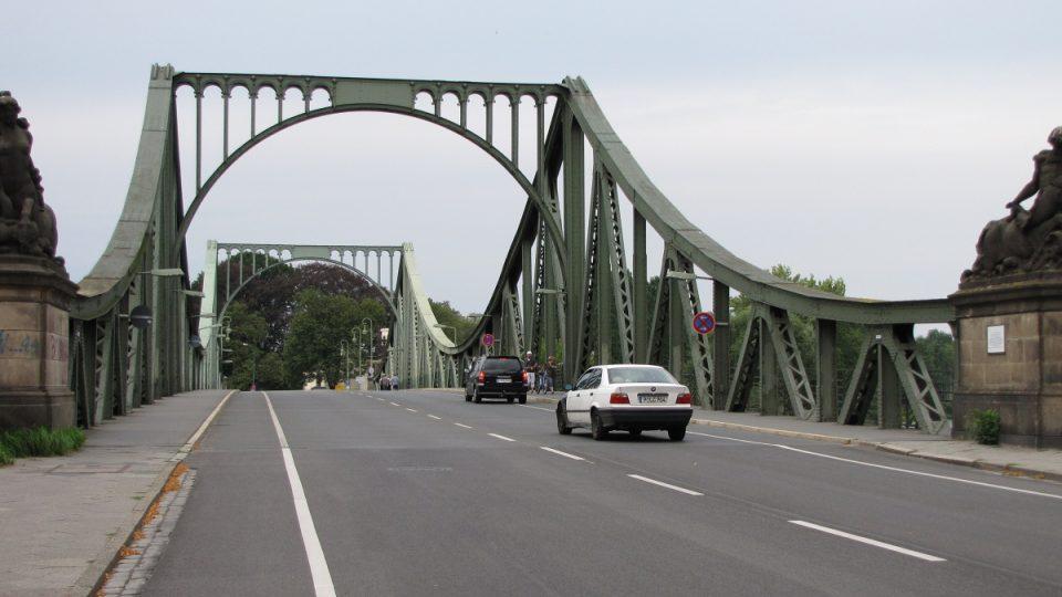 Most špiónů získal své jméno proto, že si tu SSSR s USA třikrát během studené války vyměnily své zajatce