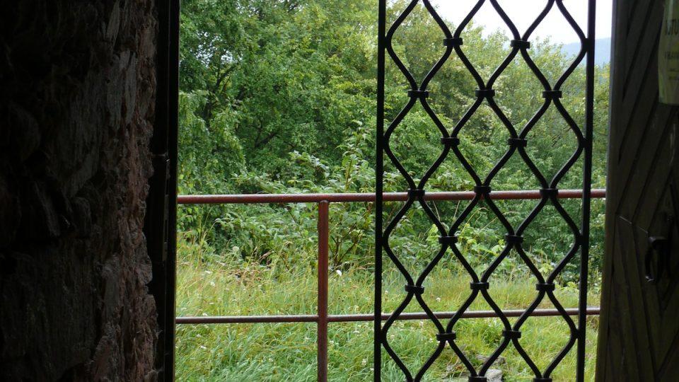 Vchod do vyhlídkové věže zříceniny