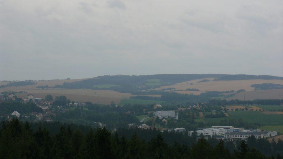 Výhled z věže zříceniny je na Mladovožicko
