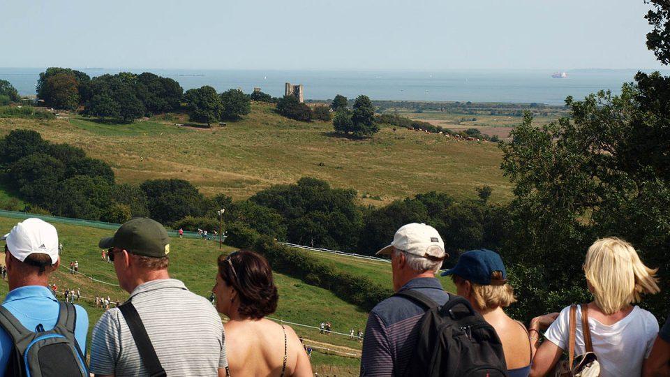 Olympijská trať se chlubí výhledem na zříceninu starého hradu