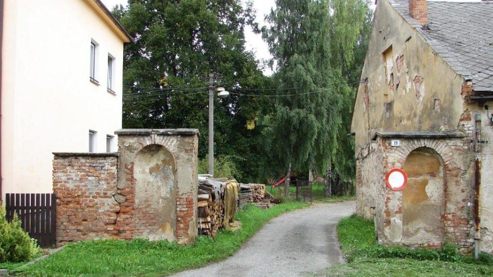 Zámek Vranová Lhota - vjezd do areálu