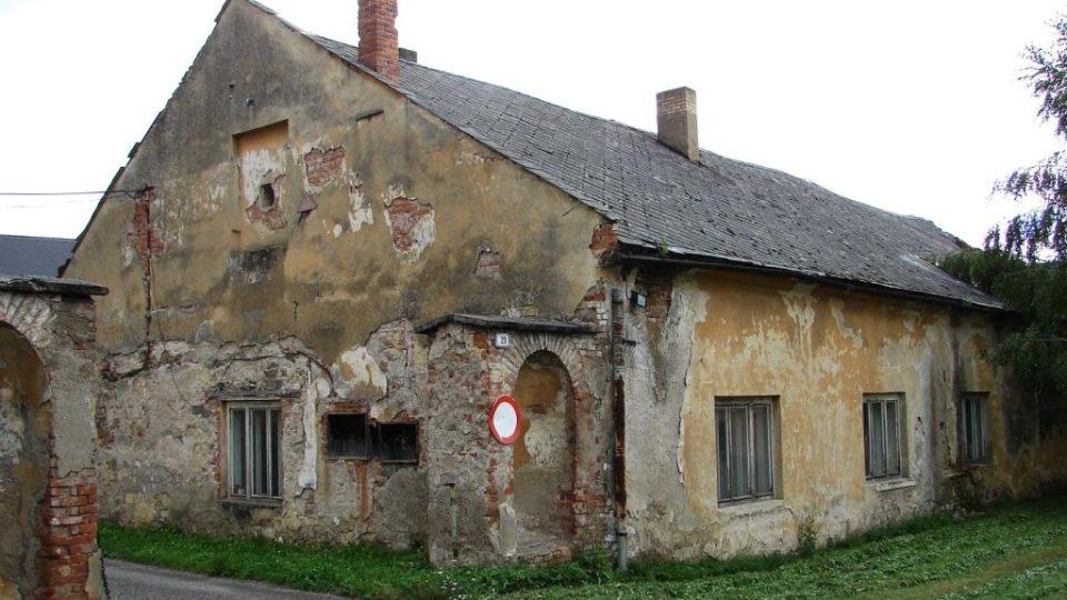 Zámek Vranová Lhota - obytná budova, kde dnes přebývá majitelka