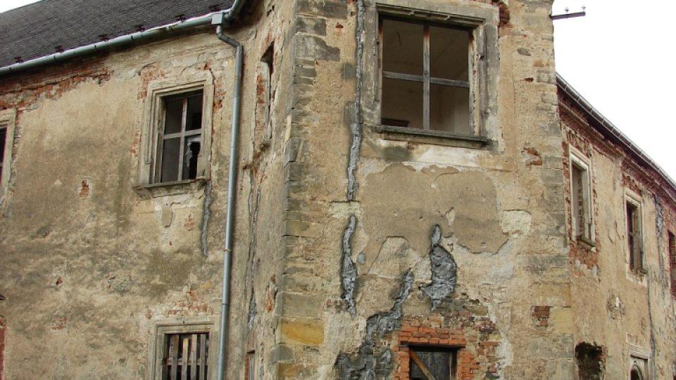 Zámek Vranová Lhota - nárožní věžice