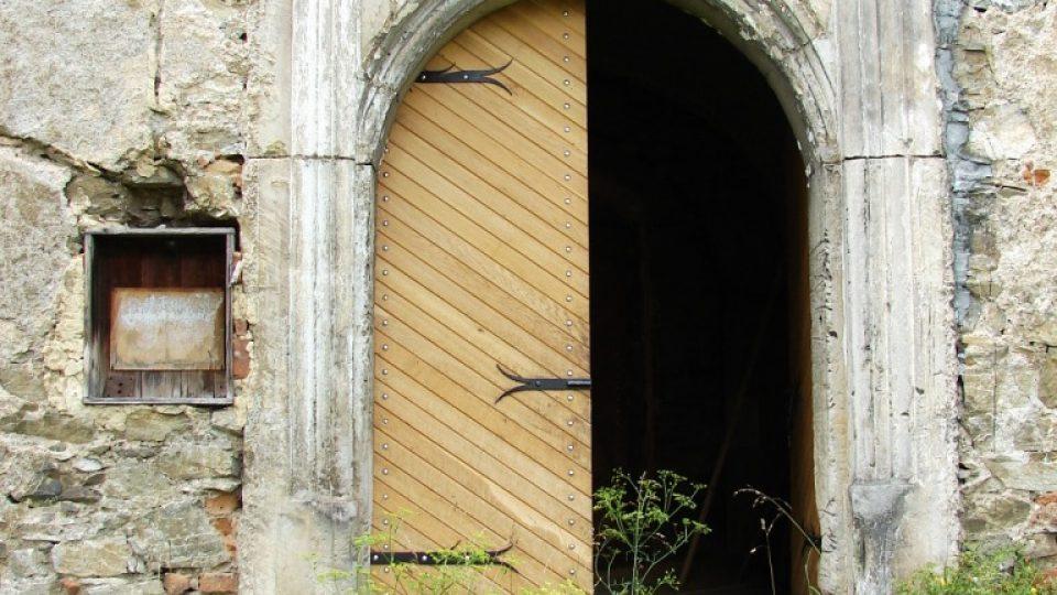 Zámek Vranová Lhota - krásný vstupní portál