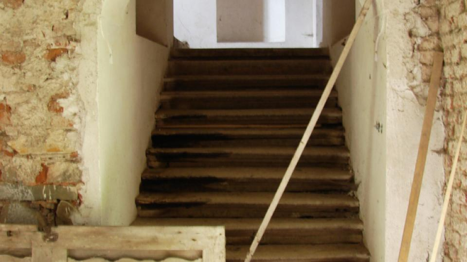 Zámek Vranová Lhota - vstup na schodiště ze síně v přízemí