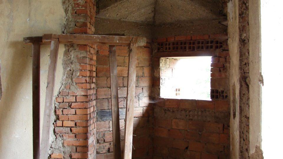 Zámek Vranová Lhota - novodobý jakoby kubistický přístavek v prvním patře