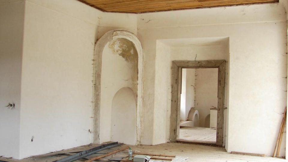 Zámek Vranová Lhota - obytné místnosti zámeckého pána a výklenek pro kamna
