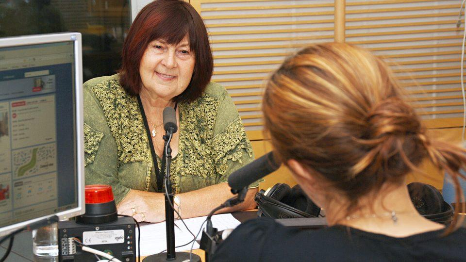 Anna Strunecká v rozhovoru s Lucií Výbornou posluchače varovala před bezmyšlenkovitým následováním příkladu USA