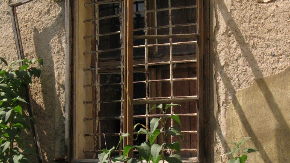 Fara ve Svinčanech - detail okna
