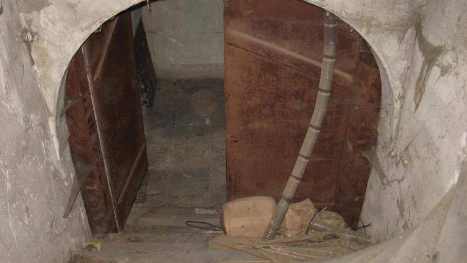 Fara ve Svinčanech - schodiště na půdu