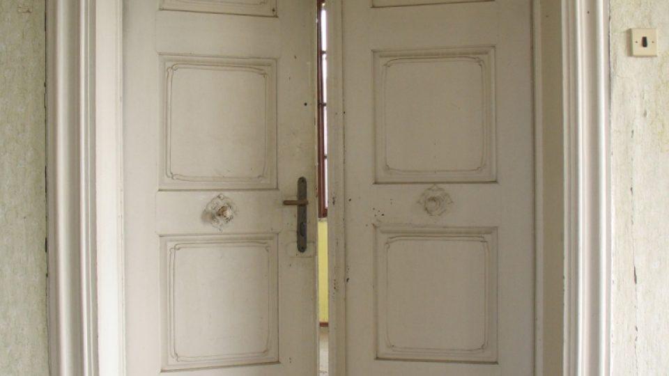Fara ve Svinčanech - dveře do obytných místností prvního patra