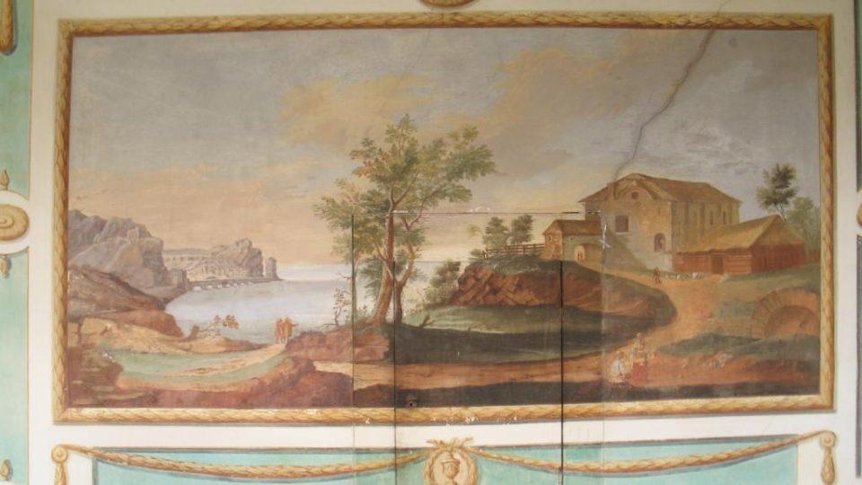 Fara ve Svinčanech - detail fresky Josefa Kramolína se zabudovanou skříňkou