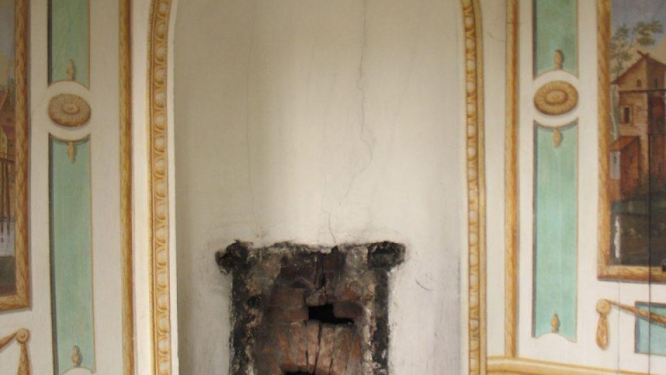 Fara ve Svinčanech - pohled na místo, kde ve slavnostím sále stávala kachlová kamna