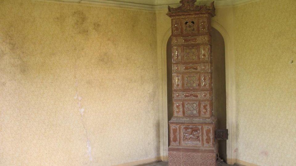 Fara ve Svinčanech - kamna v obytné místnosti v prvním patře