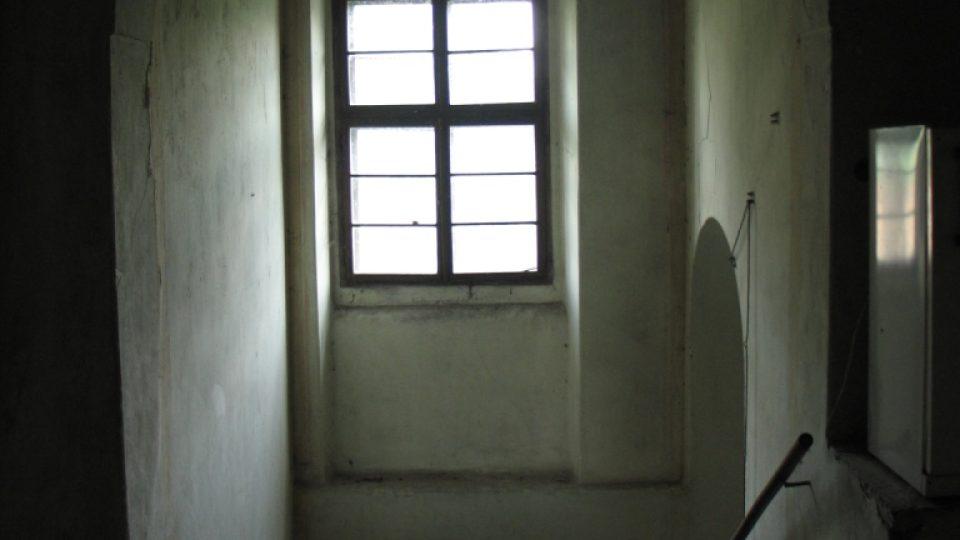 Fara ve Svinčanech - schodiště