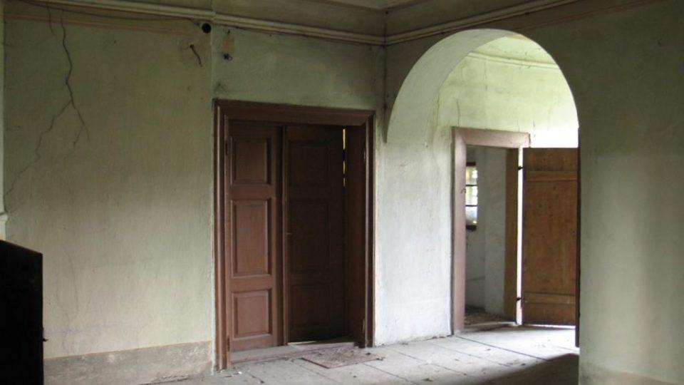 Fara ve Svinčanech - centrální síň v prvním patře