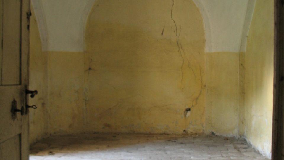 Fara ve Svinčanech - místnost v přízemí, která nejspíše sloužila ke skladování