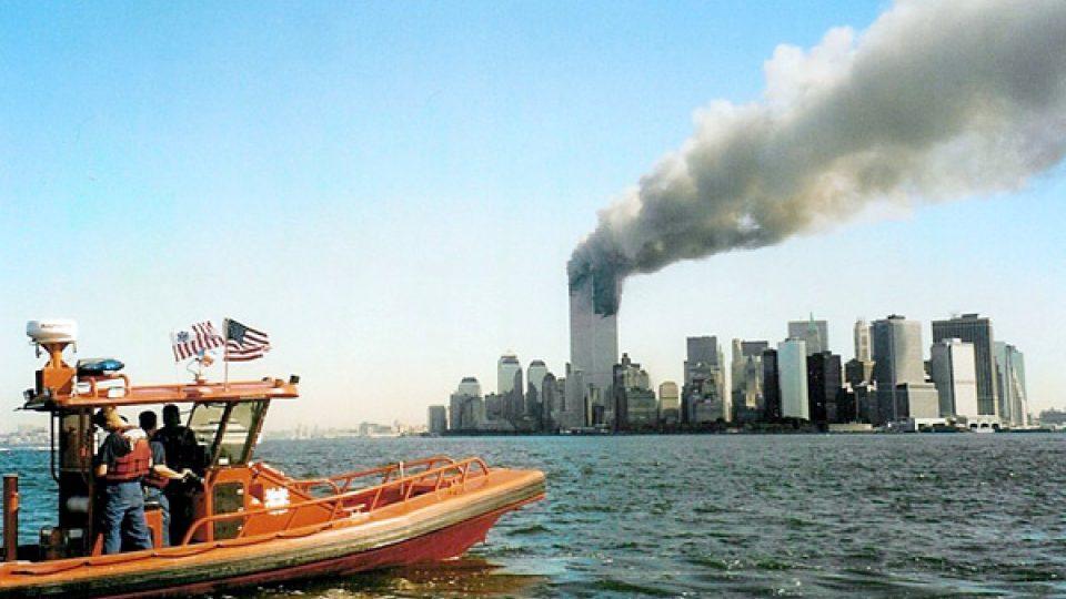 Hořící budovy WTC na Manhattanu 11. září 2001