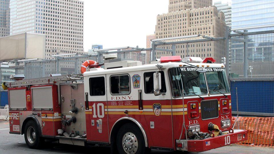 Hlídka newyorských hasičů na Ground Zero