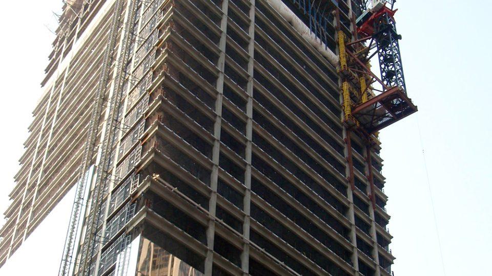 Nový mrakodrap vyrůstající na místě budov zničených při útocích teroristů 11. září 2001