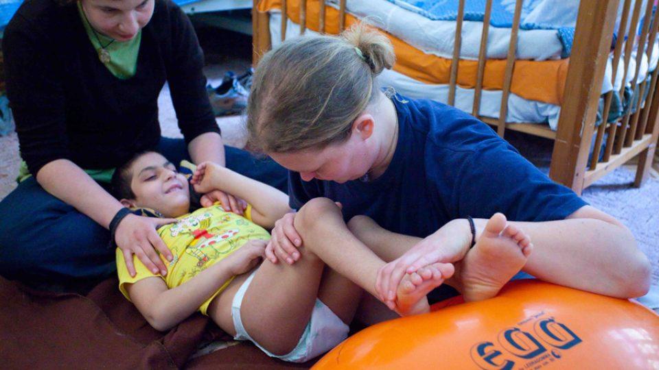 """""""Kača"""" zajišťuje pravidelnou rehabilitační péči, která je pro tělesně postižené děti opravdu nezbytná."""