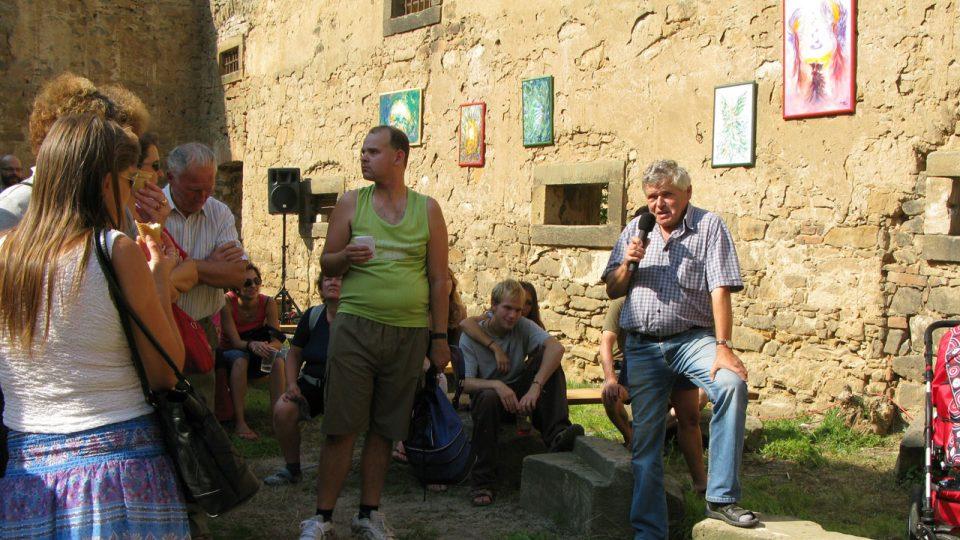Návštěvníky slavností čekala přednáška Jaroslava Špačka z Městského muzea v Čelákovicích o historii a vývoji tvrze