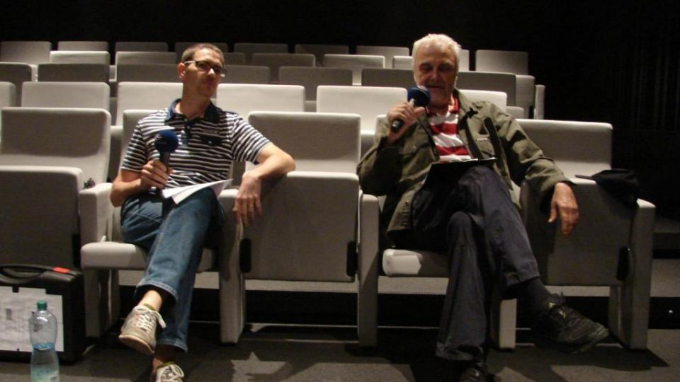 Vladimír Čech natáčí s Pavlem Panochem v kině, které vzniklo v bývalé loretánské kapli