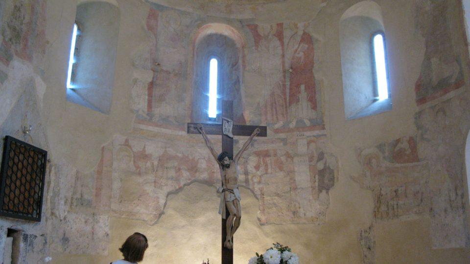 Po představení historických souvislostí, při kterých malby v kostele vznikaly...