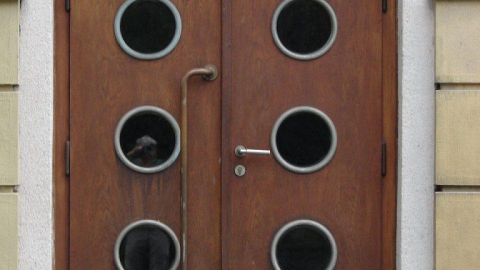 Divadlo Karla Pippicha v Chrudimi - boční vchod