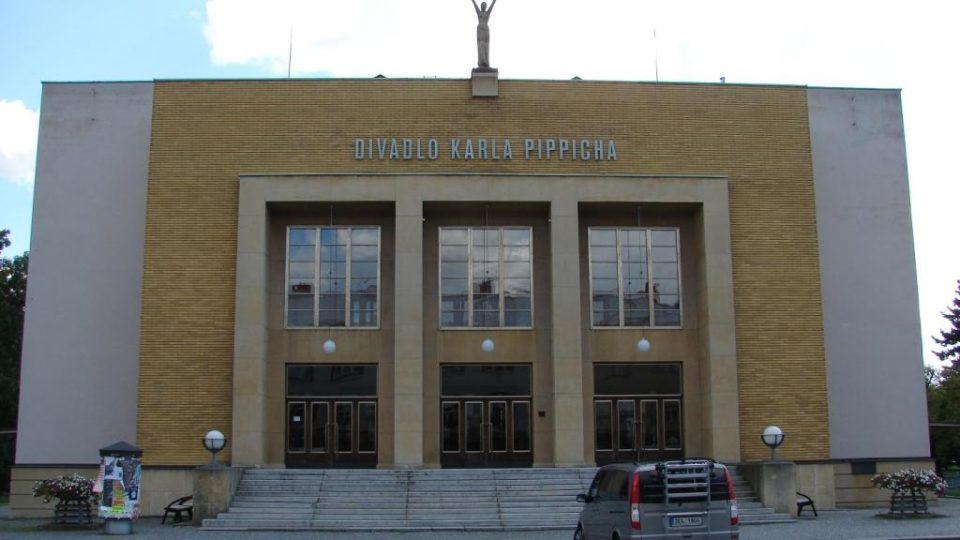 Divadlo Karla Pippicha v Chrudimi - hlavní průčelí