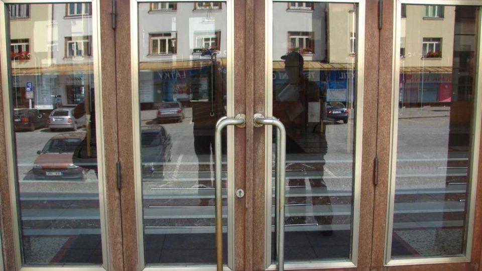 Divadlo Karla Pippicha v Chrudimi - hlavní vchod