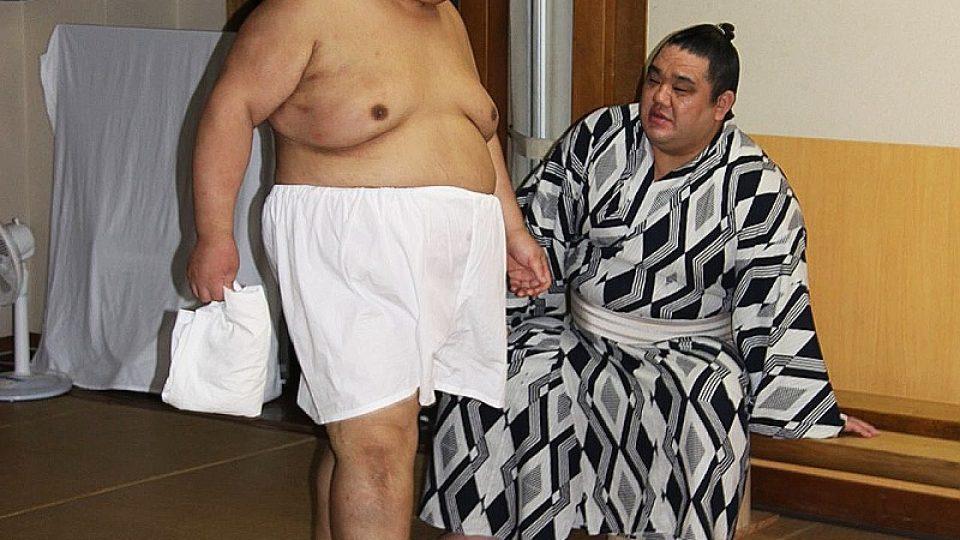 Zápasníci sumó žijí odříznuti od světa