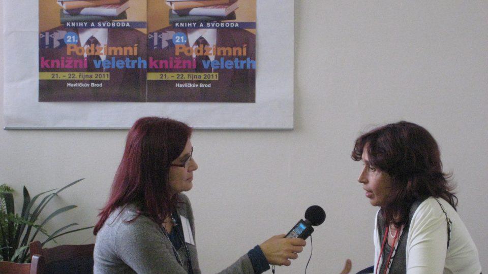 Alena Blažejovská natáčí rozhovor s Markétou Hejkalovou