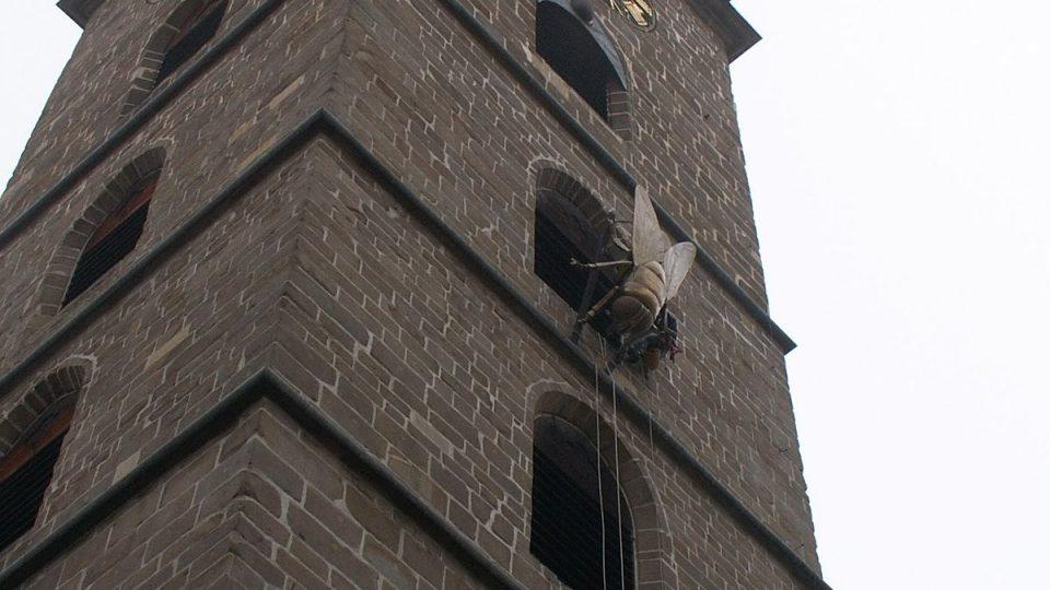 Lezci spouštějí mouchu z českobudějovické Černé Věže I